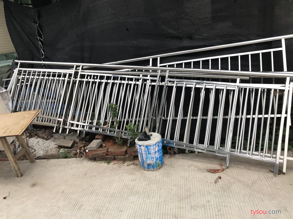 益鑫金属制品江门指定伸缩门厂家,停车场停系统,不锈钢岗亭,不锈钢旗杆,铝艺护栏栅栏围栏,铝艺门