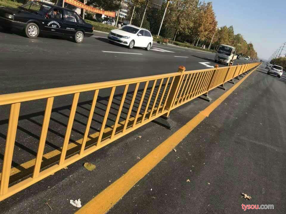 DZH  金属 道路护栏 公路隔离栏 桥梁栏杆  道路隔离栏 公路护栏